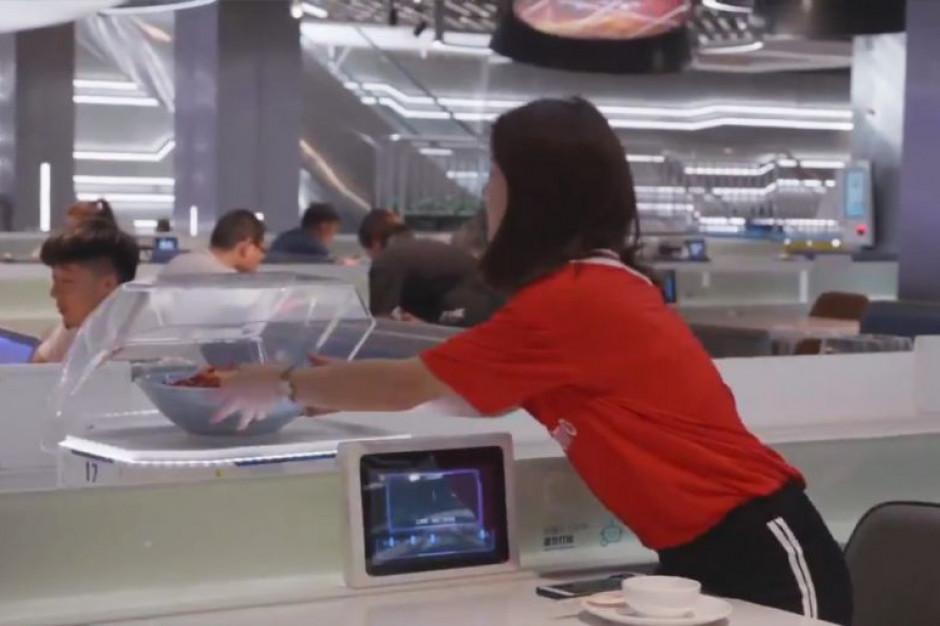 Roboty zamiast kelnerów - ruszyła pionierska restauracja Alibaby