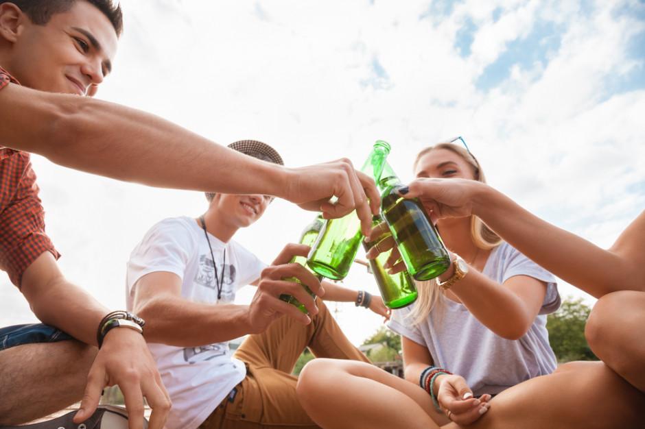PARPA:  jedynie 11–16 proc. nieletnich spotyka się w sklepie z odmową sprzedaży alkoholu