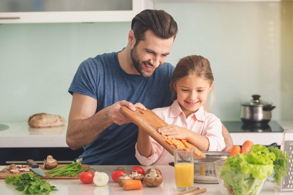 Polacy jedzą coraz więcej owoców i warzyw, pieczywo w odwrocie