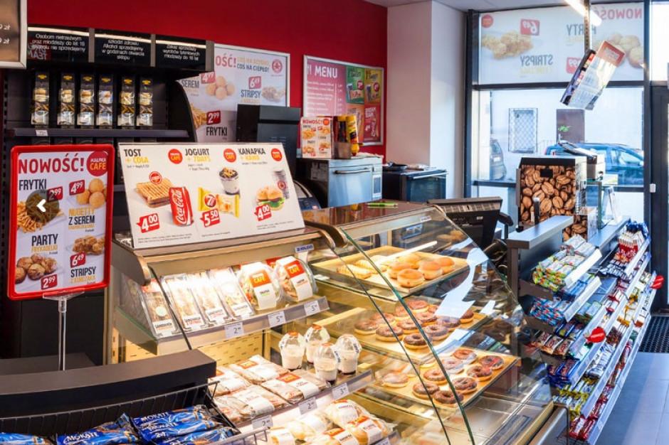 Carrefour negocjuje przejęcie lokali po sklepach Małpka Express