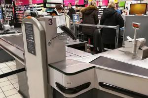 Badanie: Rośnie poparcie kasjerów dla pracy w niedziele za wyższą stawkę