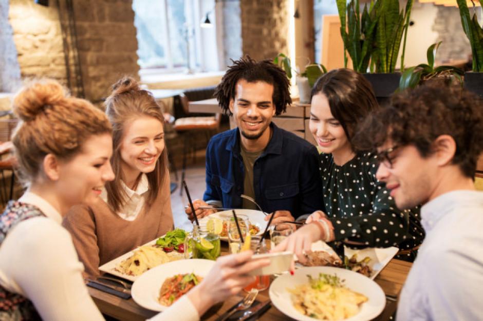 Paragony kelnerskie wciąż są wystawiane