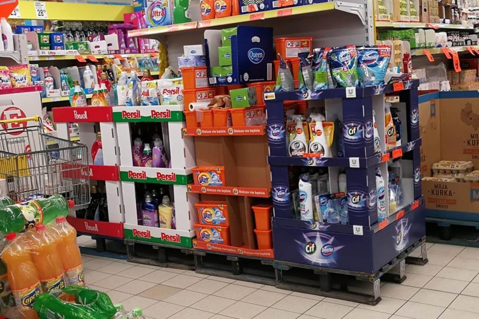 Kosmetyki, słodycze i chemia dominują na standach w Lidlu i Biedronce
