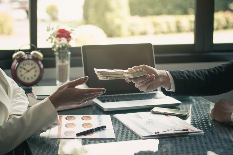 Raport: 80 proc. firm biernie czeka na zapłatę od kontrahentów