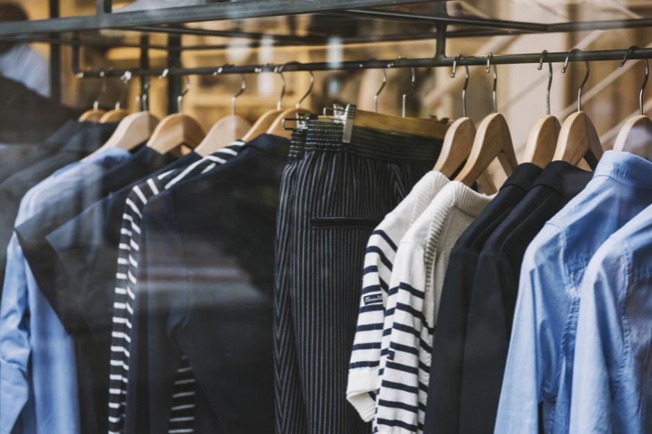 Ciepłe lato powodem spadku sprzedaży i zysków sieci odzieżowych