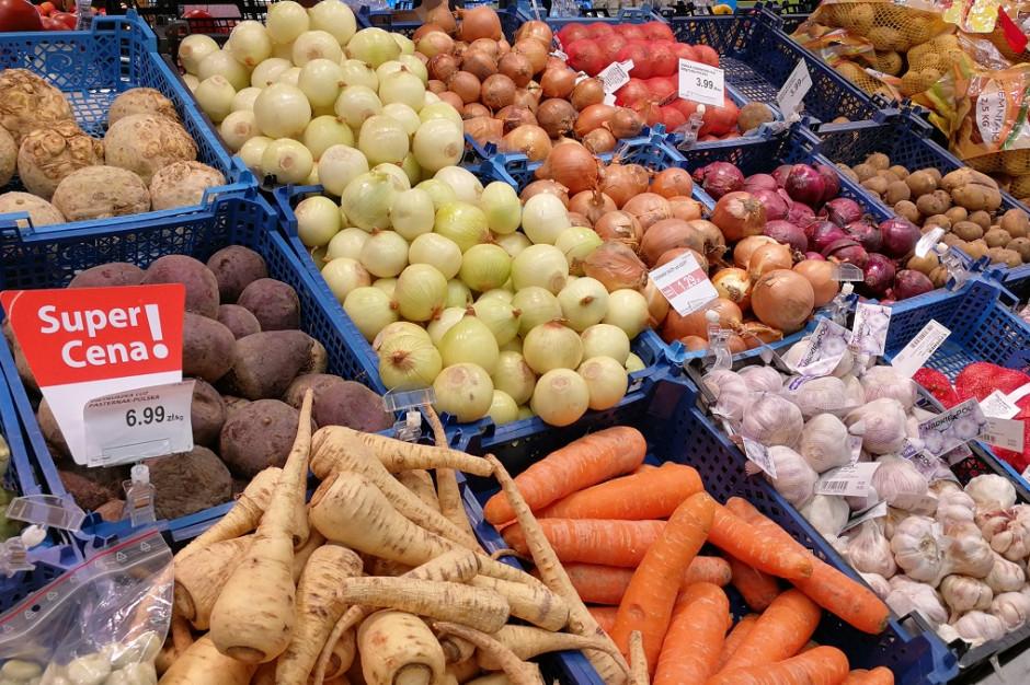 Polacy uważają, że ceny owoców i warzyw w sieciach handlowych są zbyt wysokie
