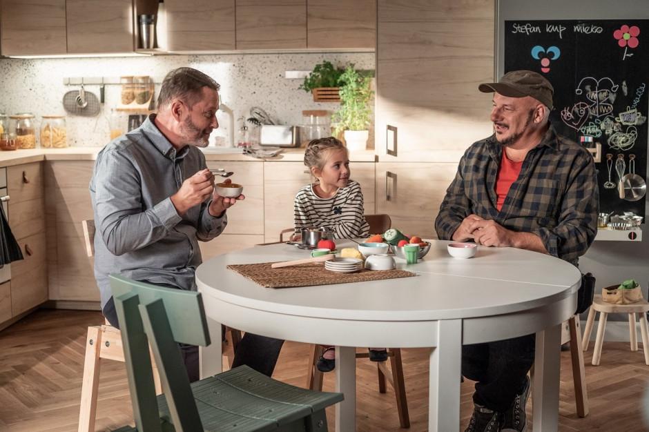 Iza Kuna, Artur Żmijewski i Piotr Gąsowski w serialu sponsorowanym przez IKEA