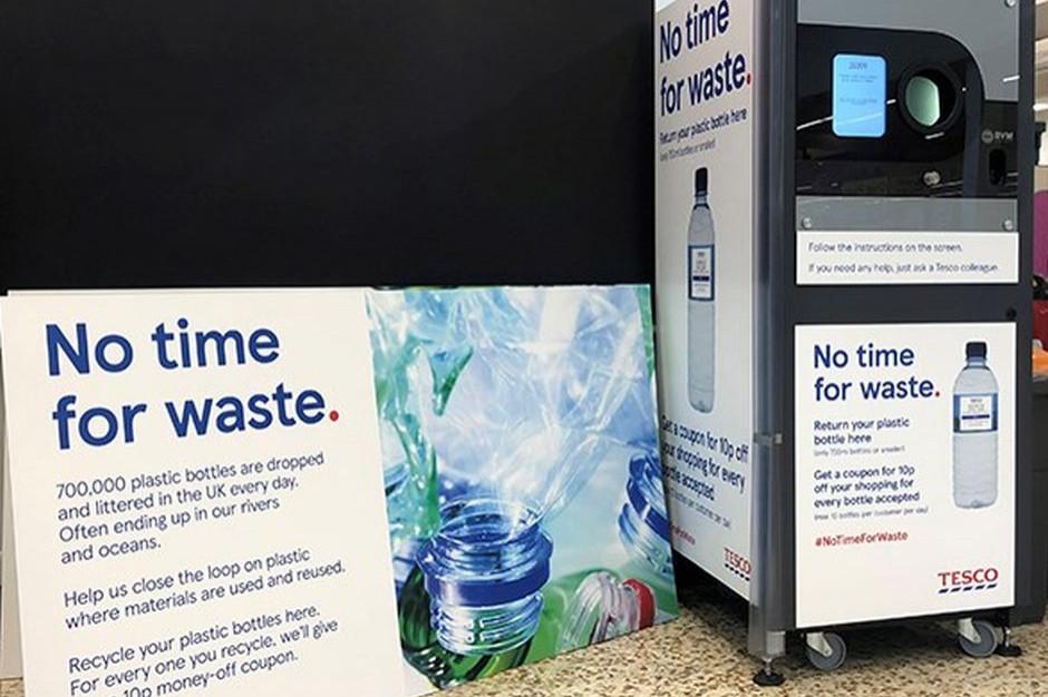 Tesco wprowadza testowe maszyny do odbioru plastikowych butelek