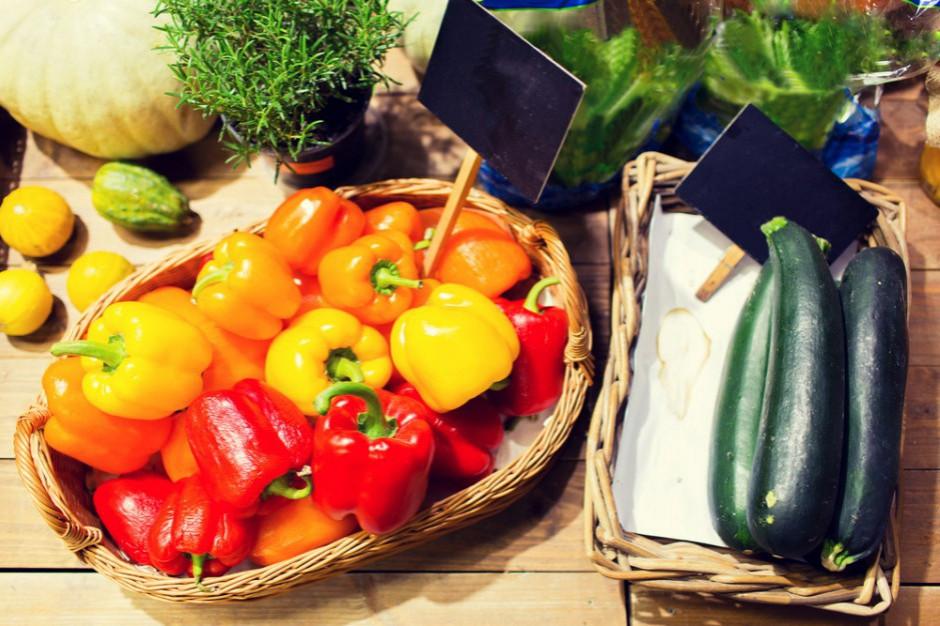 Konsumenci jednocześnie chcą niskich cen w sklepach i wysokich opłat dla rolników