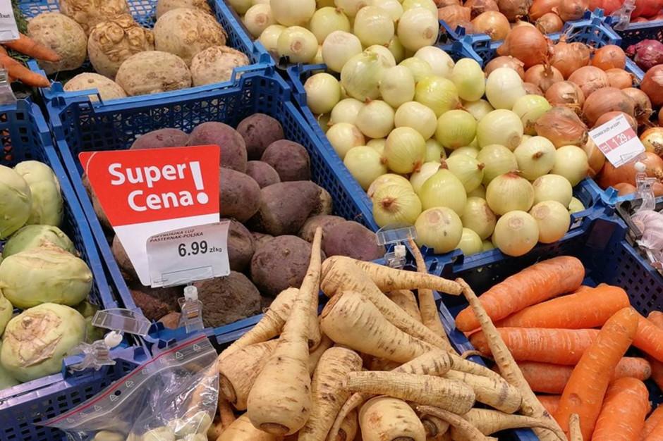 Dyskonty dynamicznie zwiększają liczbę promocji na warzywa i owoce