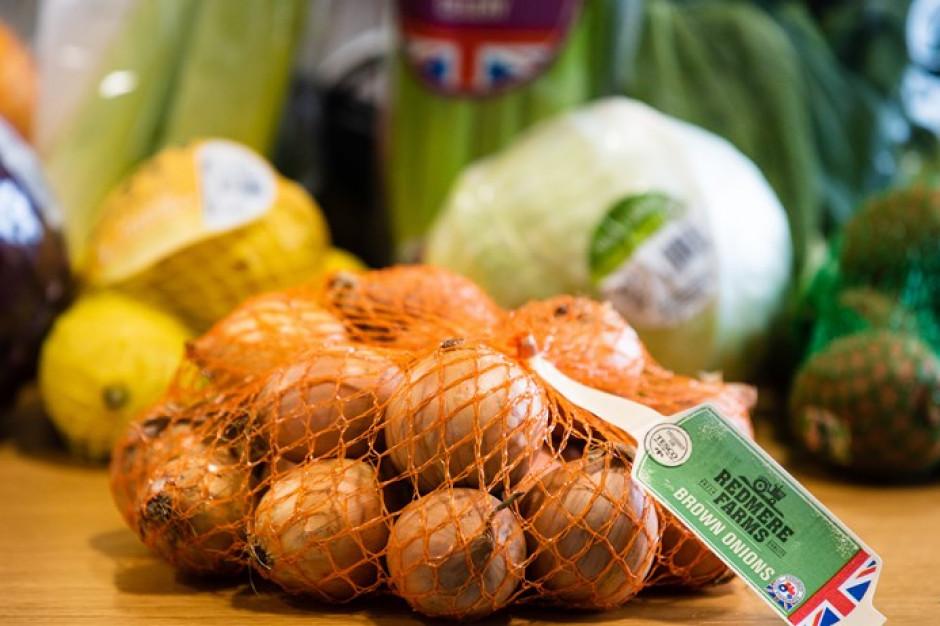 Tesco usuwa datę przydatności do spożycia z kolejnych ponad 100 owoców i warzyw