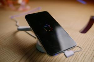 Samsung pozwał swoją ambasadorkę za używanie iPhone'a