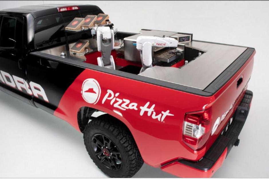 Pizza Hut stworzyła mobilną fabrykę pizzy (wideo)