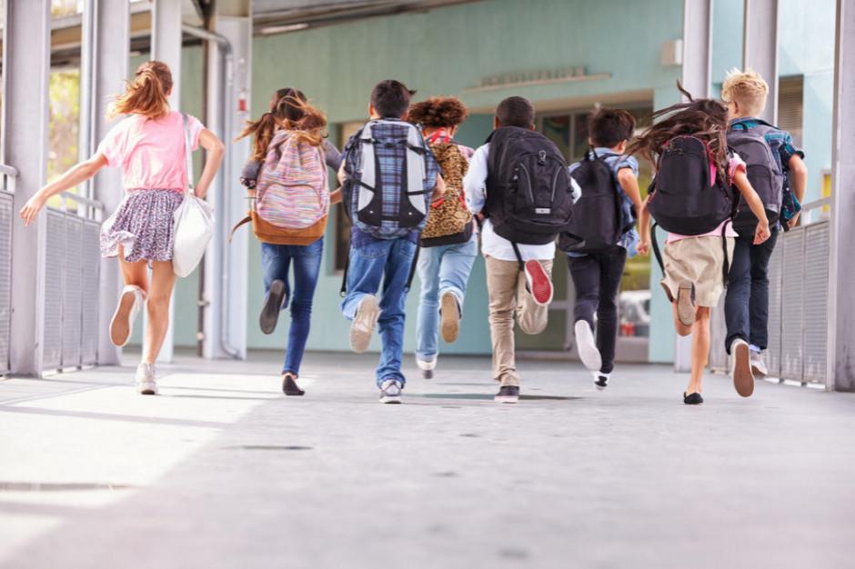 Rodzice wydali średnio 1051 zł na początku roku szkolnego