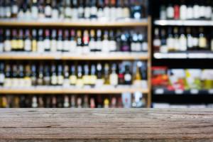 Coraz mniej sklepów sprzedaje alkohol