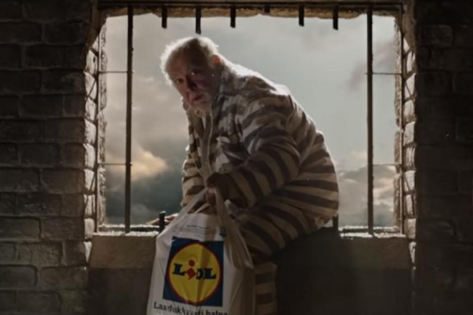 Boże Narodzenie w więzieniu w świątecznej reklamie Lidla