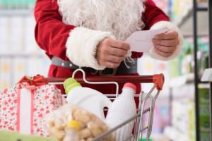 Koszyk cen: Dyskonty robią tygrysi skok na Święta i cenowo wyprzedzają hipermarkety