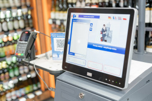 Carrefour wprowadza kasy samoobsługowe do sklepów convenience
