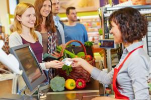 Kolejki w sklepach – najkrócej czekamy w sieciach convenience