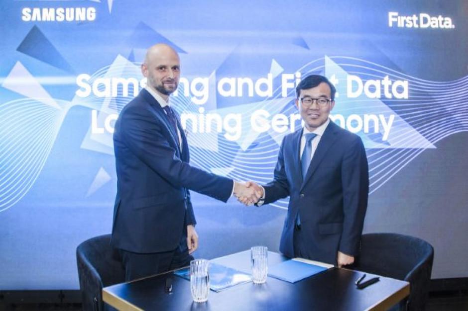 Samsung i First Data zmienią smartfon w mobilny terminal płatniczy