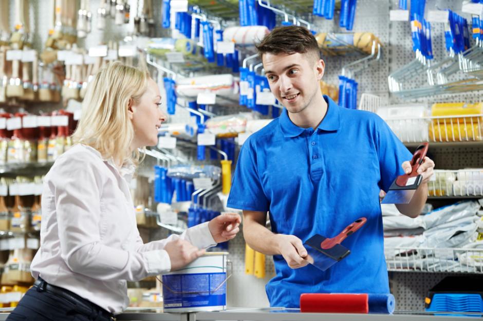 Badanie: 49 proc. pracowników sklepów skarży się na przepracowanie