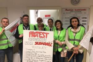 Związkowcy z Auchan okupują hipermarket w Łomiankach