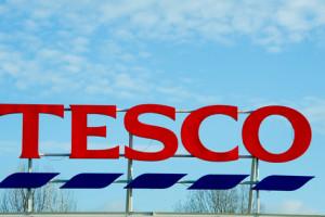 Alarmy bombowe w sklepach Tesco