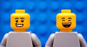 Lego z limitowaną kolekcją odzieży dla dorosłych