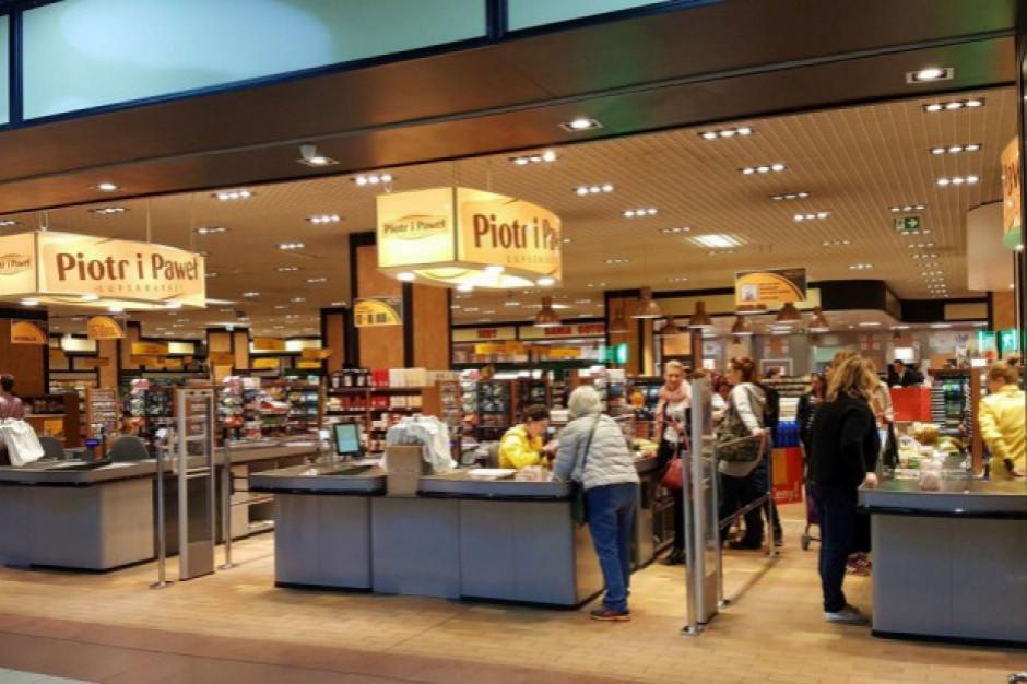 Piotr i Paweł planuje nowy wystrój w sklepach. Skąd pieniądze?