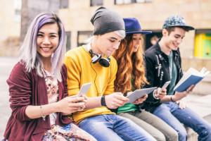 Nastolatki chętnie kupują online, jeśli nie muszą mieć karty ani konta
