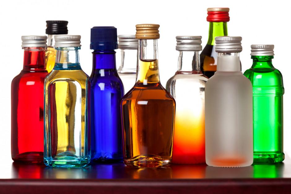 Małe butelki alkoholi zyskują na popularności