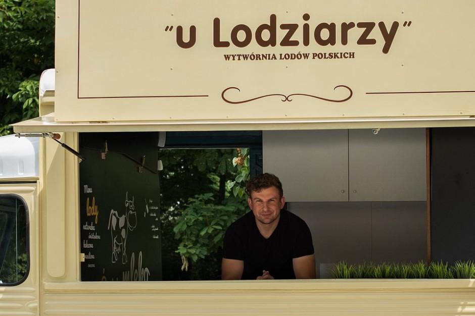 """Lody o smaku chleba i sera korycińskiego? Regionalne odniesienia wyróżnikiem WLP """"u Lodziarzy"""""""