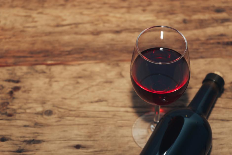 Francuski naukowiec: Alkohol jest tuczący. Butelka wina to 500 kalorii