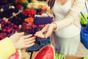 Luty w małych sklepach: wzrost sprzedaży i transakcji rdr. pomimo zakazu handlu