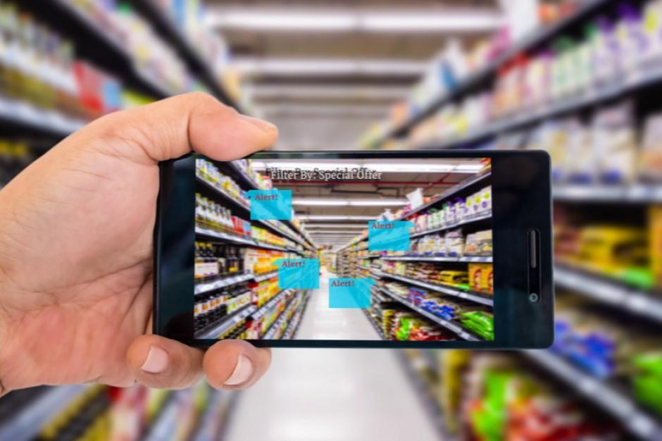 6 na 10 Polaków korzysta z urządzeń cyfrowych podczas zakupów stacjonarnych