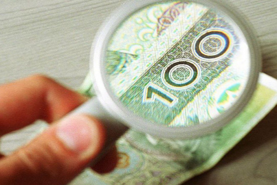 Polacy są spokojni o swoją pracę, ale mniej niż połowa jest zadowolona z pensji