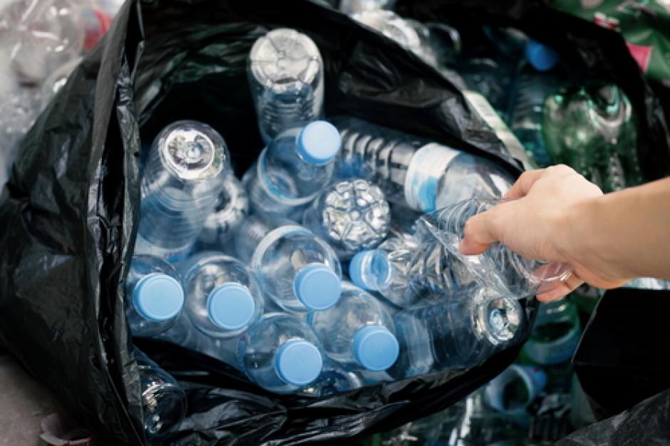 Sklepy mogą wprowadzić kaucję za butelki plastikowe