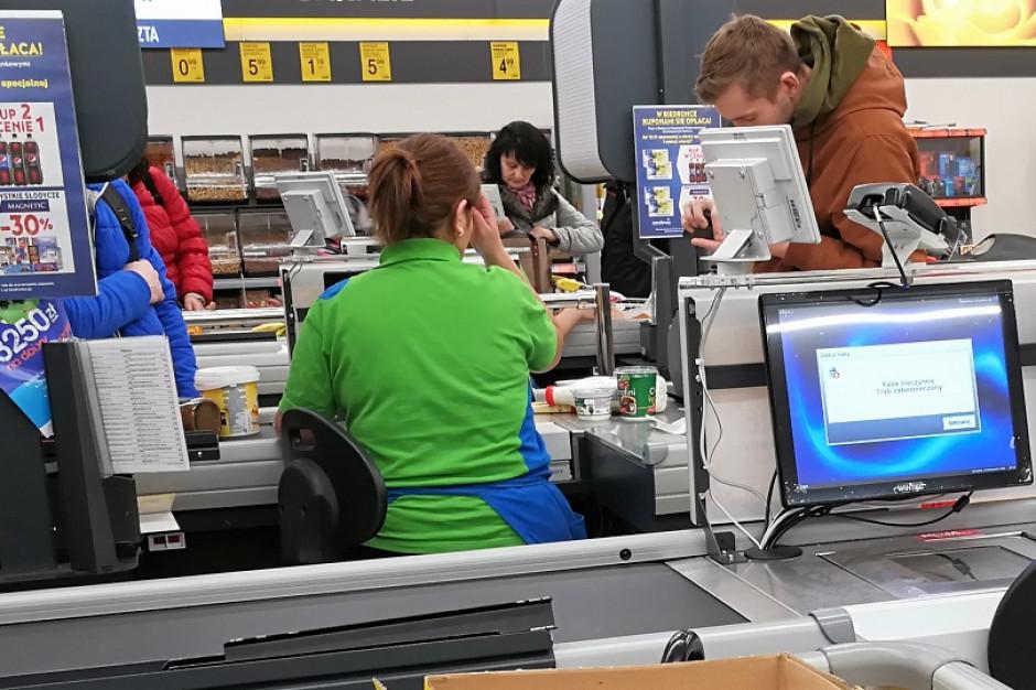 Kasjerzy chcą nawet 15 proc. podwyżki. Eksperci: Konsumenci nie muszą obawiać się strajków