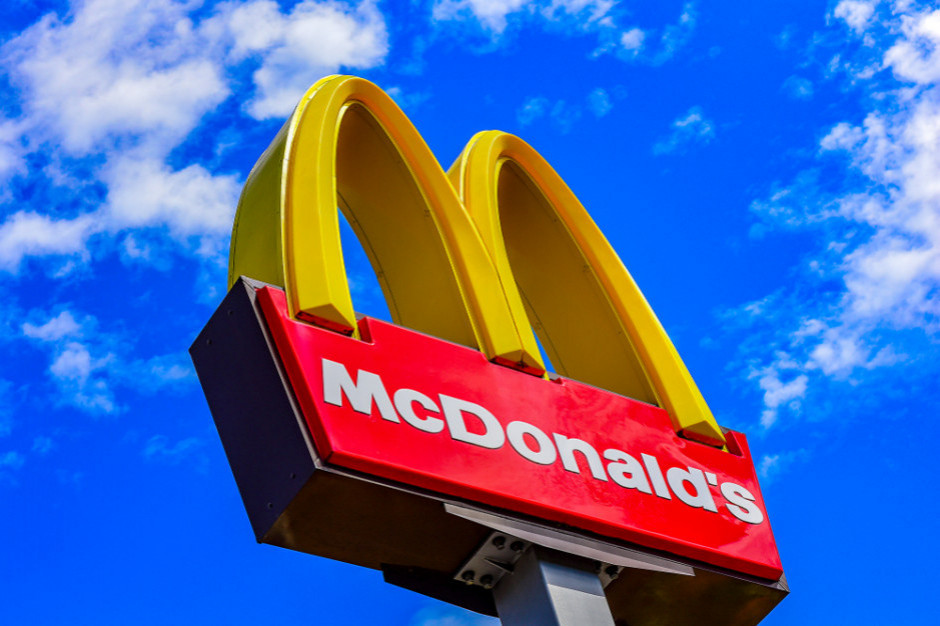 Brytyjscy klienci McDonald's chcą powrotu plastikowych słomek