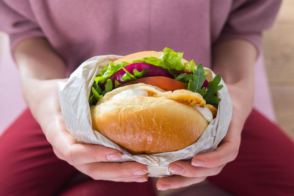 KFC wprowadza wegetariańskiego burgera