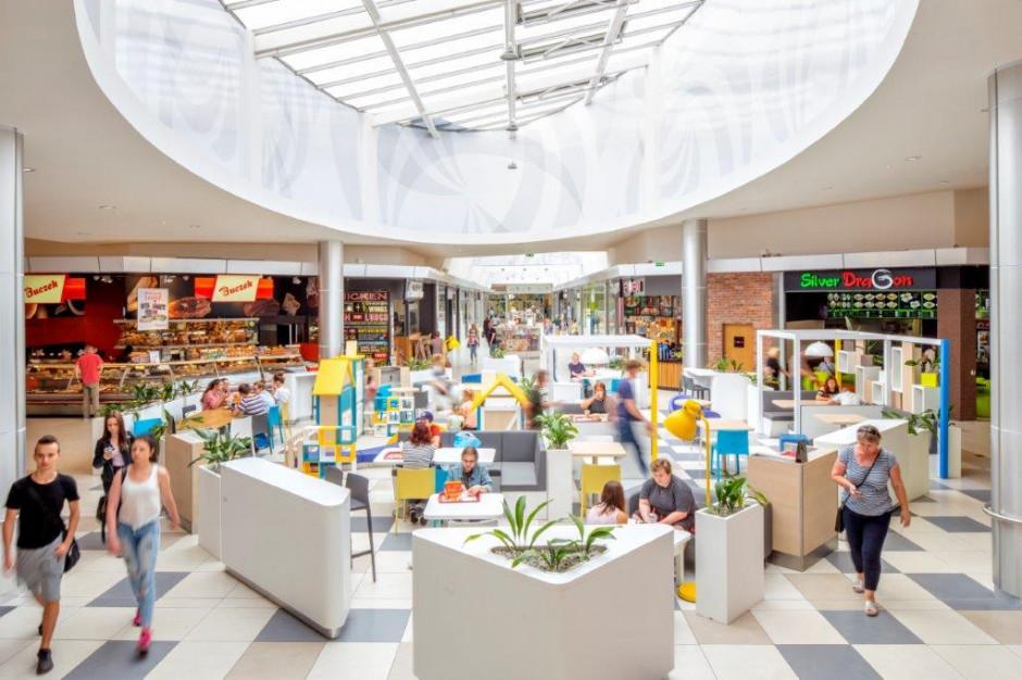 Klienci wydają więcej w centrach handlowych Newbridge
