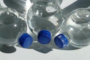 MŚ: Kaucja za butelkę plastikową wyniesie 10 groszy