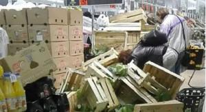 Promocja na młodą kapustę w Lidlu wyzwoliła w klientach gen walki
