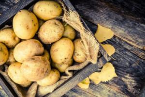 Koszyk cen:  Ziemniaki w sklepach osiedlowych biją rekordy cen