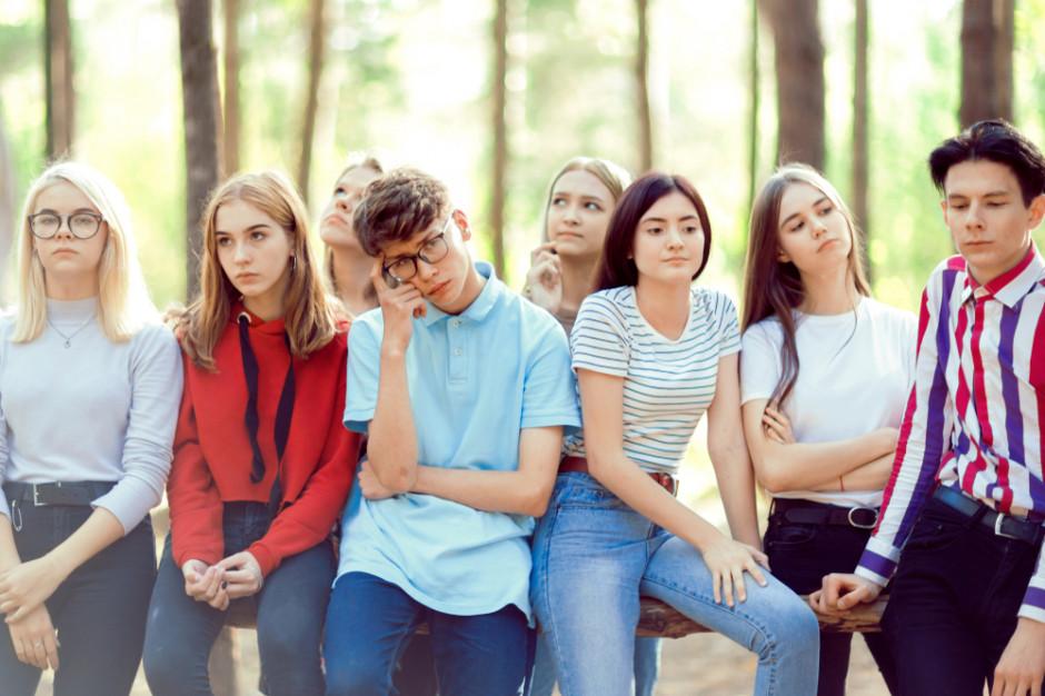 Badanie: Nastolatki z kartą debetową najwięcej wydają w supermarketach i fast-foodach