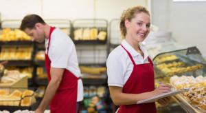 Handel w pogoni za pracownikiem płaci więcej nowo zatrudnionym