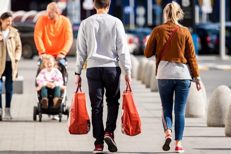 Młodzi konsumenci częściej odwiedzają Biedronkę niż Lidla