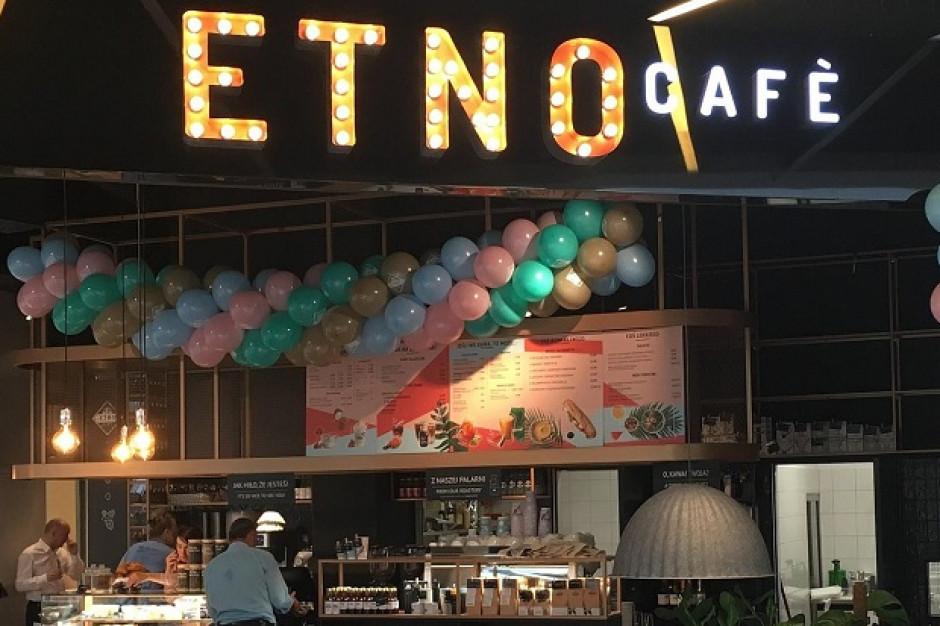 Kraftowe kawy cieszą się coraz większą popularnością. Etno Cafe z 21. lokalem
