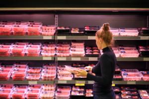 W sklepach jest za tanio. Producenci mięsa zapowiadają walkę z sieciami handlowymi