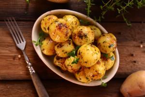 W lecie Polacy najchętniej jedzą ziemniaki z kefirem